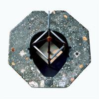 Testa Vuota, Objet tellurique, communiquant avec le Champs magnétique terrestre, béton armé, marbre, acier, or.